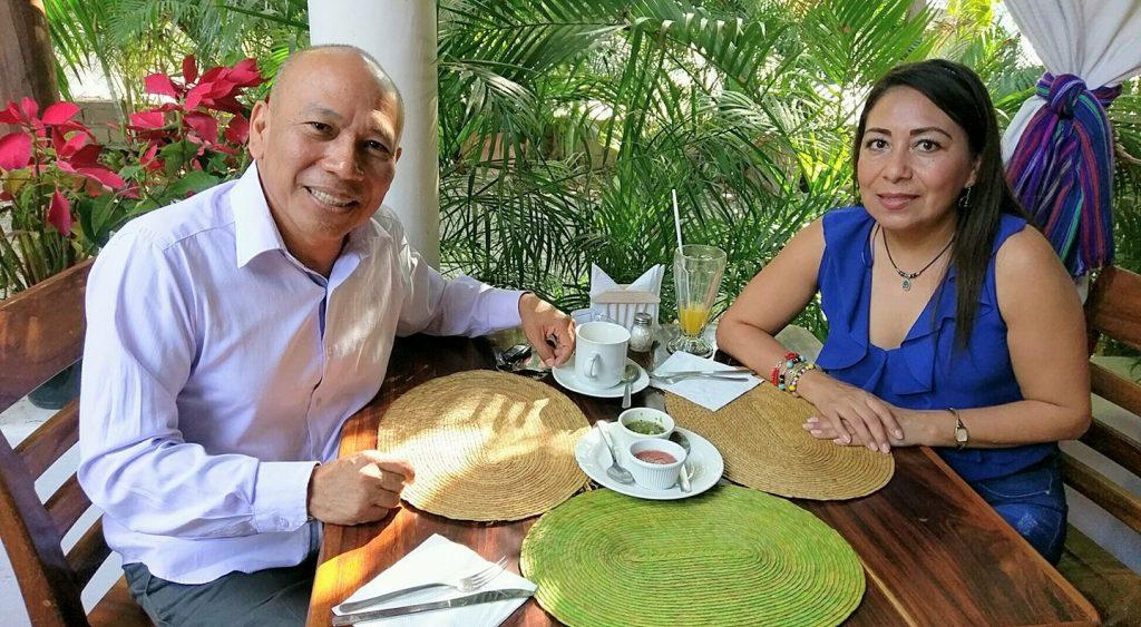 Víctor Ramos en Desayuno con la Dip. Maricarmen Cabrera