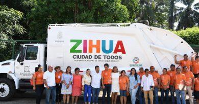 Alcalde Jorge Sánchez Allec inaugura área de Ingresos remodelada del palacio municipal. *ZIHUATANEJO